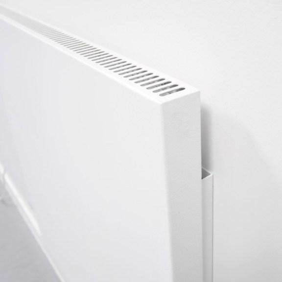 Luftschlitze der VASNER Infrarotheizung mit Thermostat