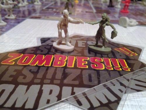 Dos representaciones de zombi que encontraremos en la caja.