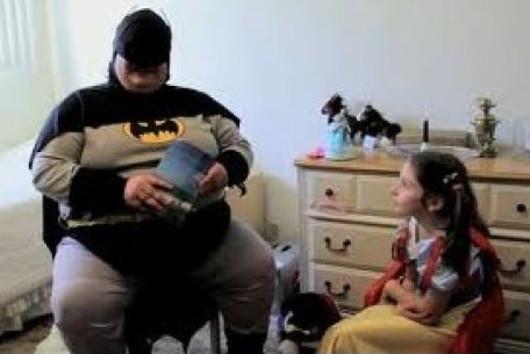 Batman sacándose pelillas como cuentacuentos