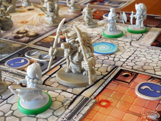 Arcadia Quest, personajes conocidos en tablero desconocido.