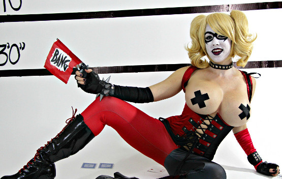 Harley Quinn tras comer mucho pan bimbo