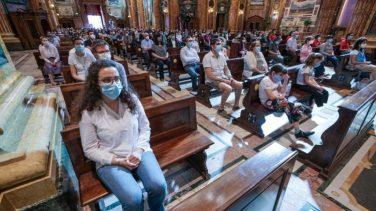 Coronavirus Covid 19 fase 2. Rispettate le regole del distanziamento sociale in chiesa durante la messa per festeggiare Maria Ausiliatrice. Torino 24 maggio 2020 ANSA/TINO ROMANO