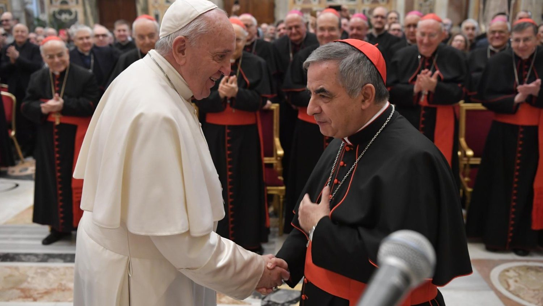 Pope celebrates Holy Thursday Mass in Cardinal Becciu's home - Vatican News