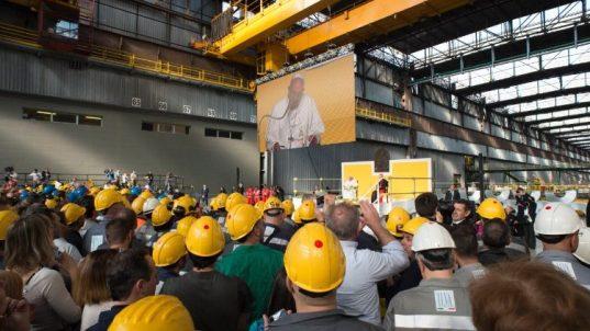 教皇フランシスコと労働者 2017年5月 イタリア・ジェノバの製鉄所訪問で