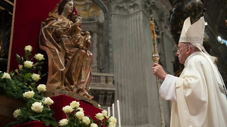Pope Francis venerating Our Lady
