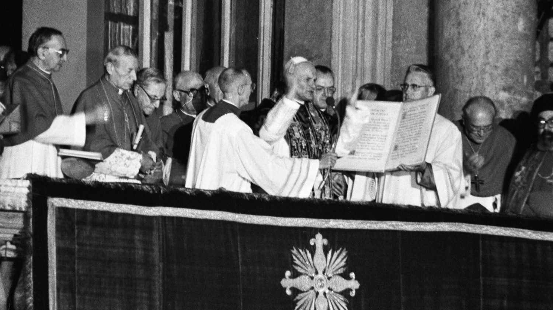 One October evening: Pope Saint John Paul II changed history - Vatican News