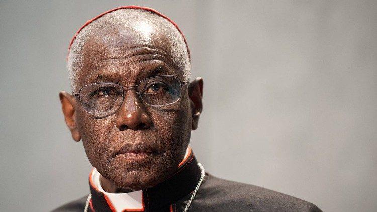 O cardeal Robert Sarah completou 75 anos em 2020