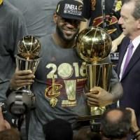Lebron James ed i Cleveland Cavaliers vincono il titolo NBA 2016 ed entrano nella Storia