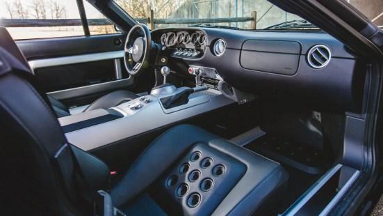 2005-Ford-GT-Black-SilverStripe-01