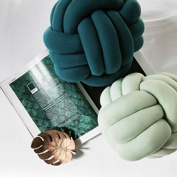 cuscini in ottanio e azzurro a forma di nodo, in velluto