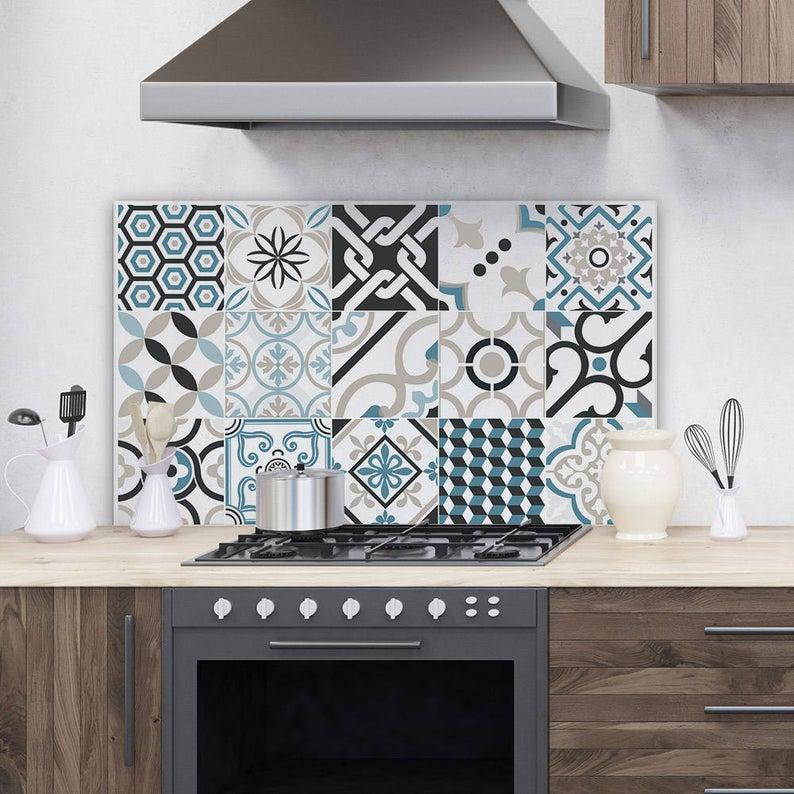 idee paraschizzi cucina in vetro acrilico decoro cementine