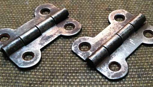 the original Canterbury Pitt hinges cleaned up nicely after a soak in some oil