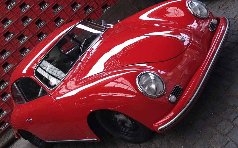 even in the shade this Porsche 356 looked spectacular