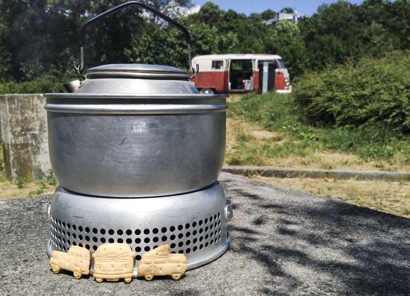 roadside tea break with Trangia stove and Hessisch goodie bag Leibniz DasOriginal biscuits