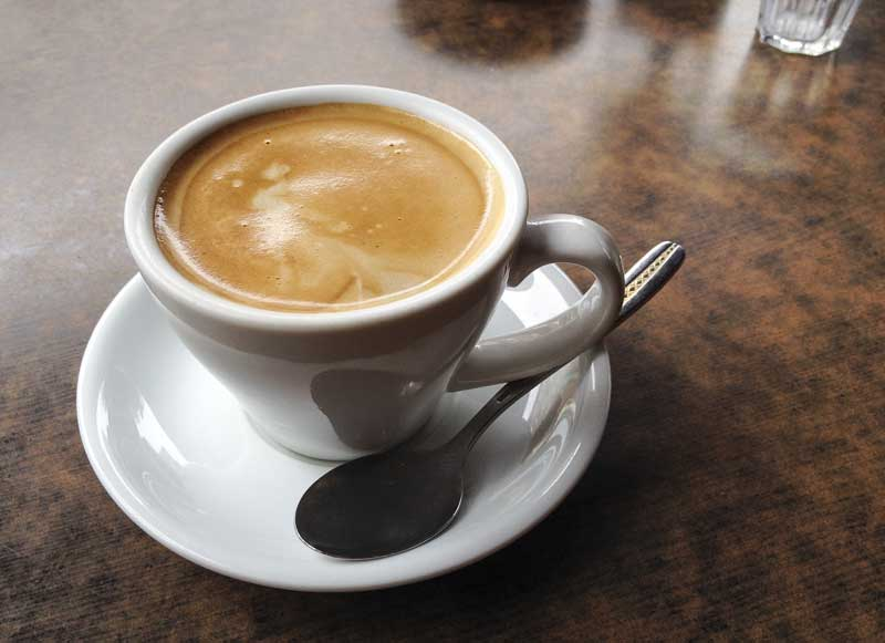 tourists deserve a decent coffee break, hmmmm… nice crema!