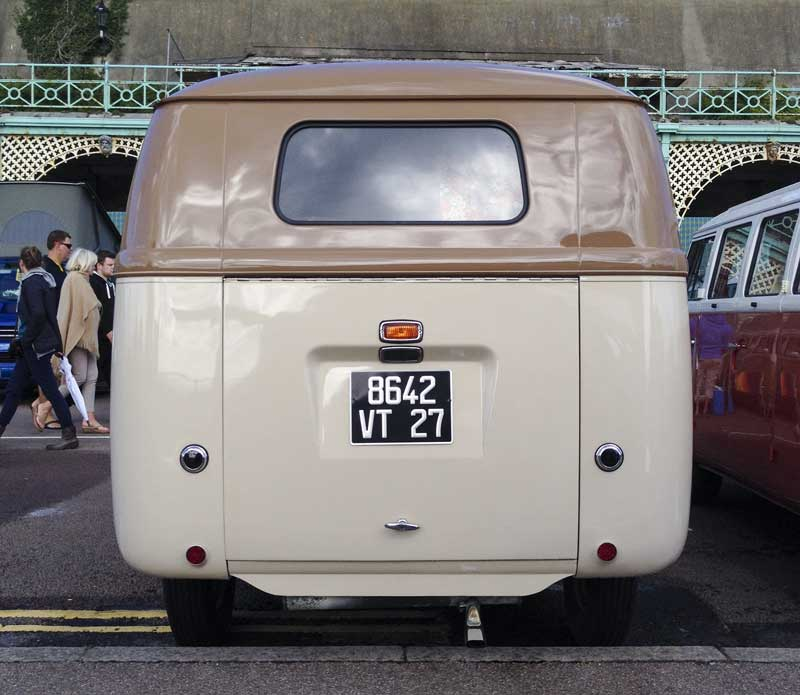 the much larger rear 'Barndoor' tailgate from where the name is derived