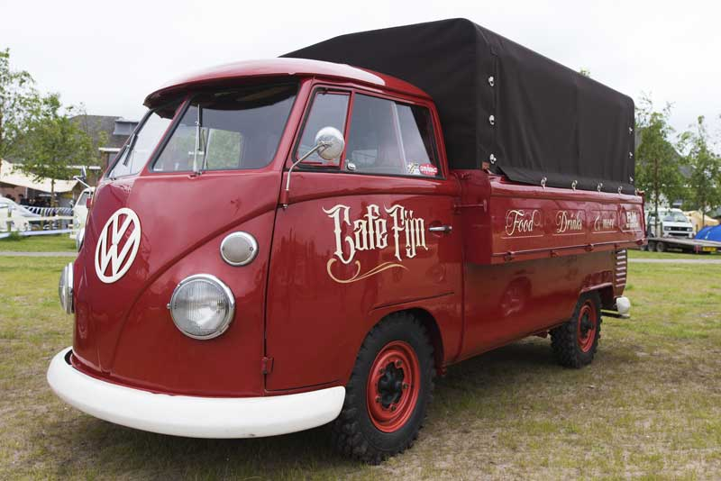 loved this wide bed single cab bus – great looking work bus