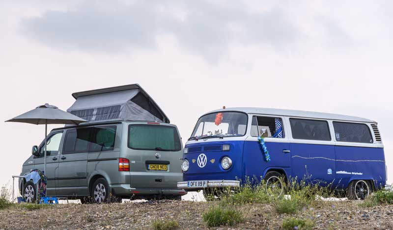 camper friends by the sea