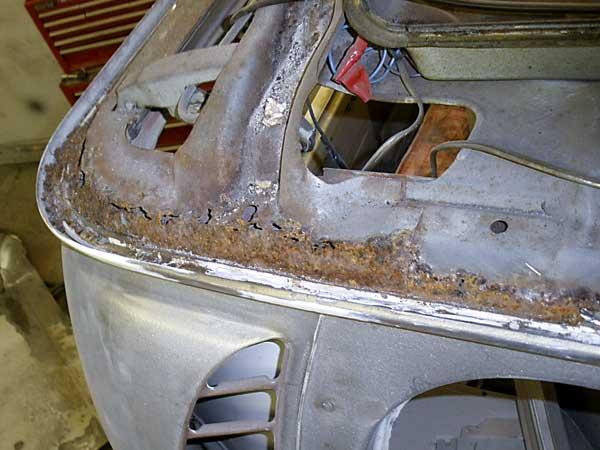 The passenger side inner carrier/hinge support has seen better days!