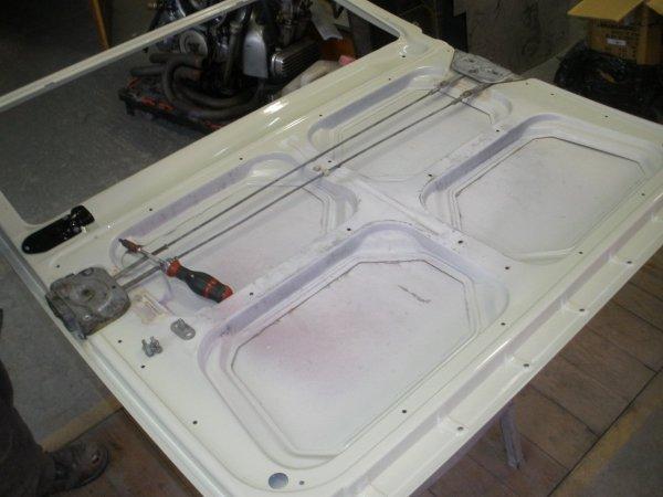sliding/cargo door mechanism fitted