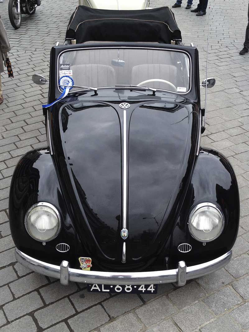a very tidy looking little black number ready for summer cruising…