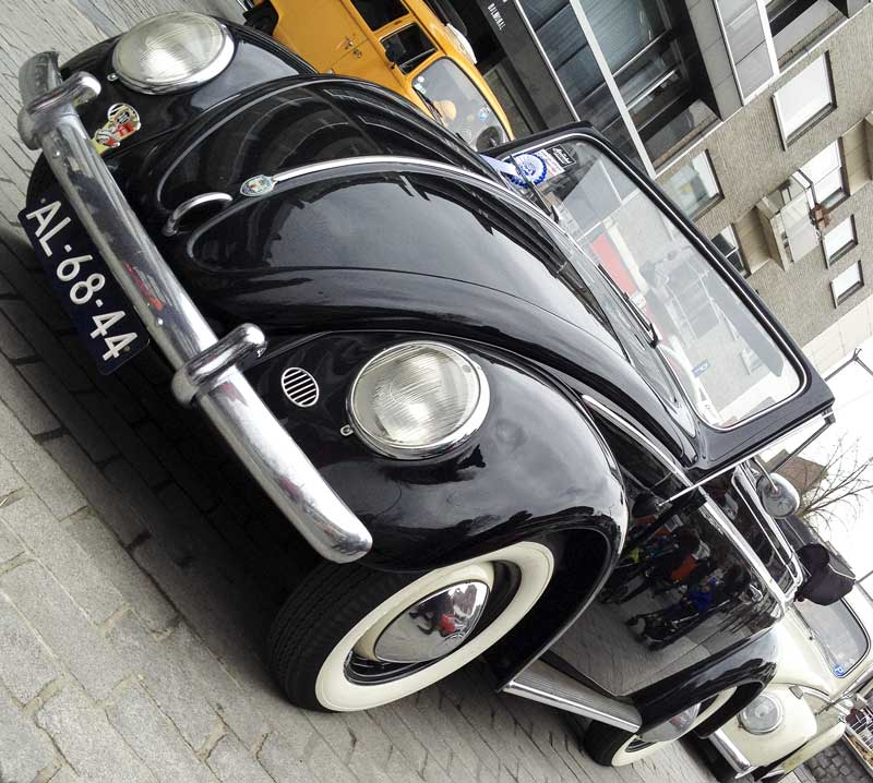 white walls on a black cabriolet bug – sweet!