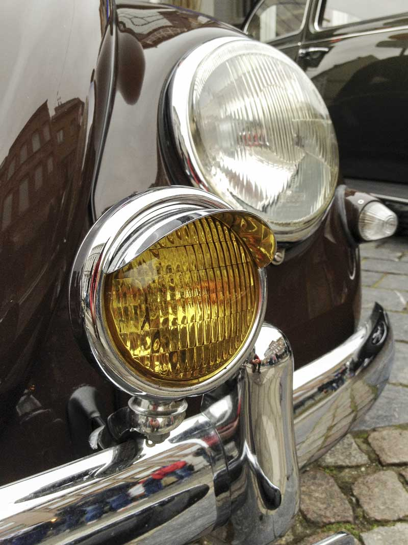 superb looking driving/fog light with its own chrome hood