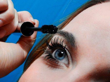 Occhi e make-up: le regole per truccarsi con le lenti a contatto