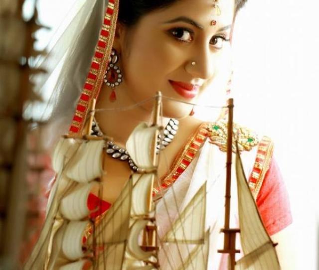 Malayalam Actress Jyothi Krishna Hot And Sexy Photos