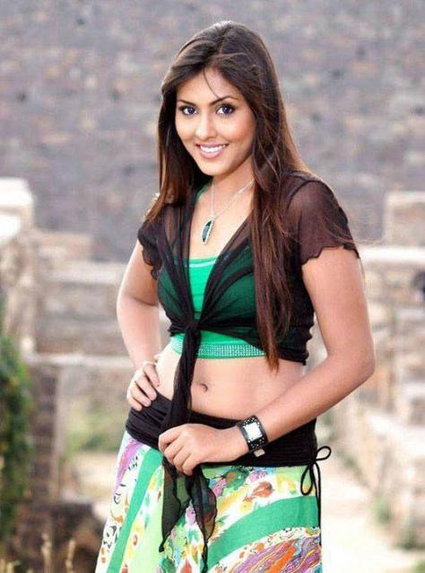 Madhu Shalini sexy actress navel show Height, Weight, Age, Body Measurement, Wedding, Bra Size, Husband, DOB, instagram, facebook, twitter, wiki
