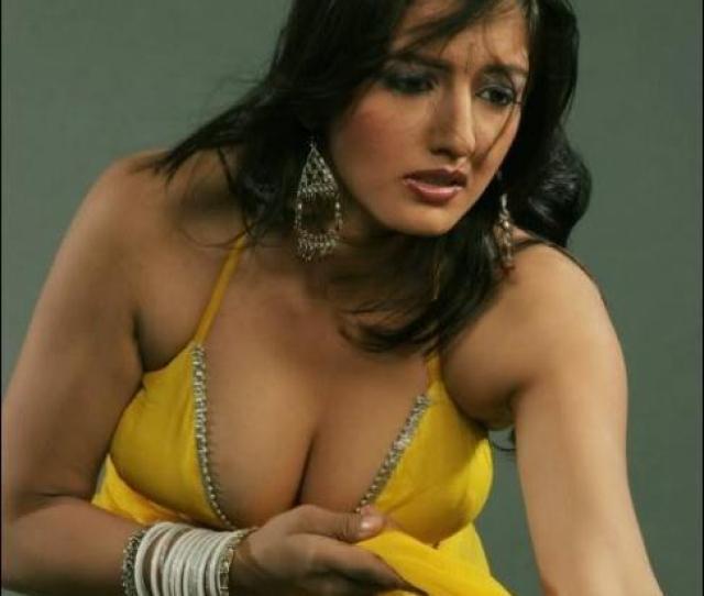 Twinkle Khanna Hot Sexy Photos