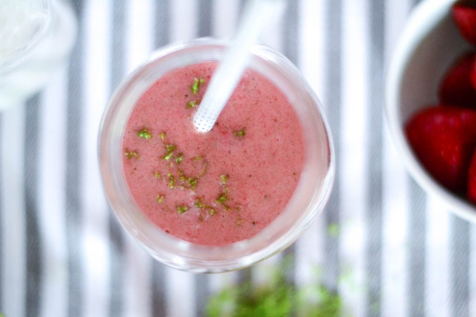 This vegan strawberry smoothie is refreshing and delicious, perfectly reminiscent of your go-to summer Mojito - minus the alcohol of course. #veganrecipes #veganfood #smoothie #smoothiesaturday