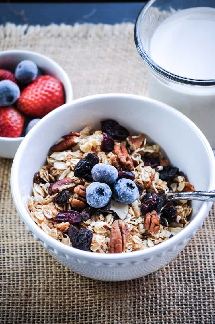Quick Nut and Berry Granola http://www.veganblueberry.com