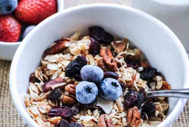Quick Nut and Berry Granola https://www.veganblueberry.com