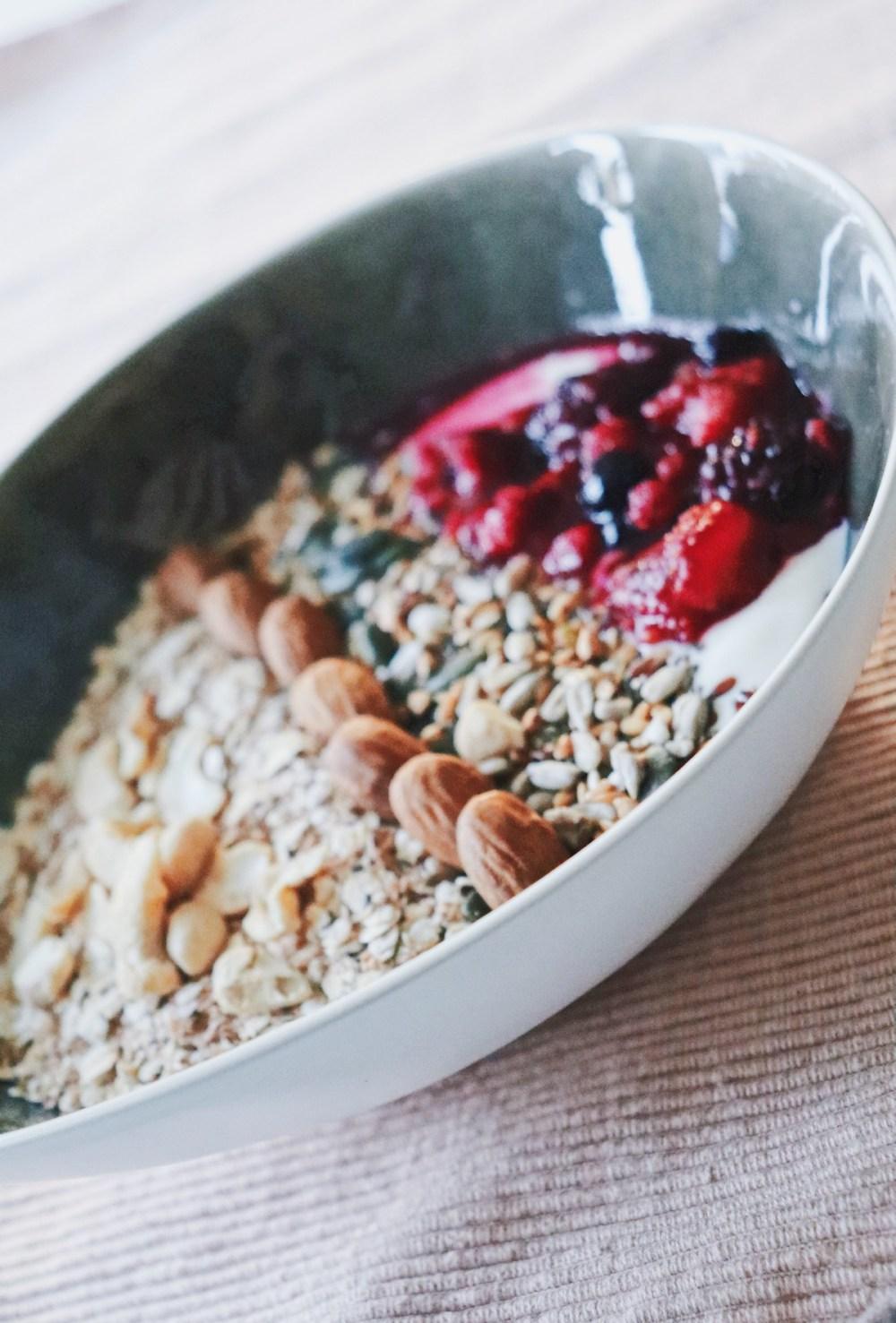 Bol petit-déjeuner au yaourt végétal
