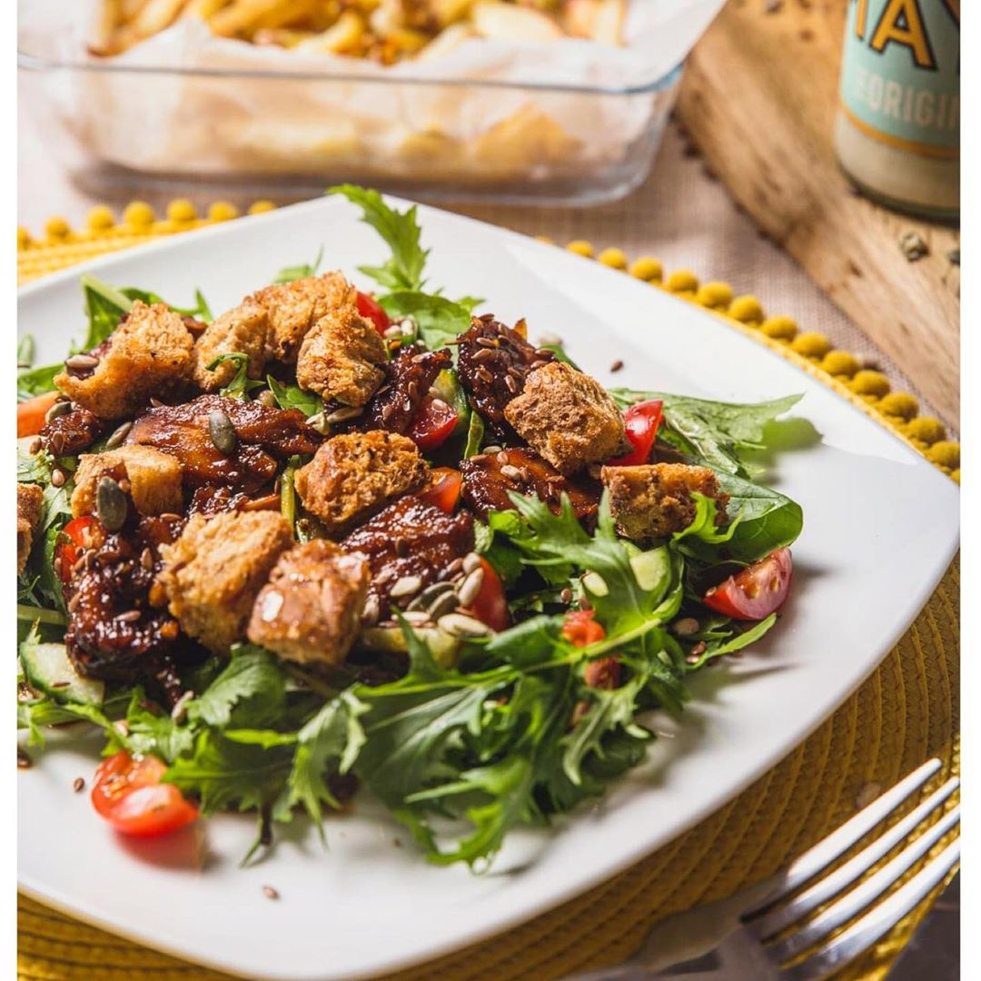 summer salad with sticky grilled chicken croutons and homem multip img 0 416212f4