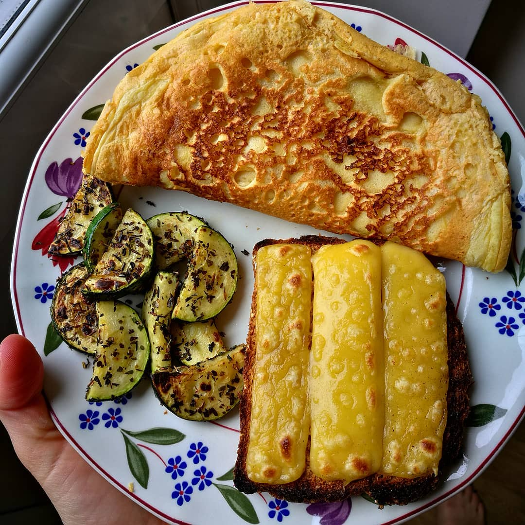 my lunch today was super tasty a vegan fluffy omelette her display image  040fa0ce