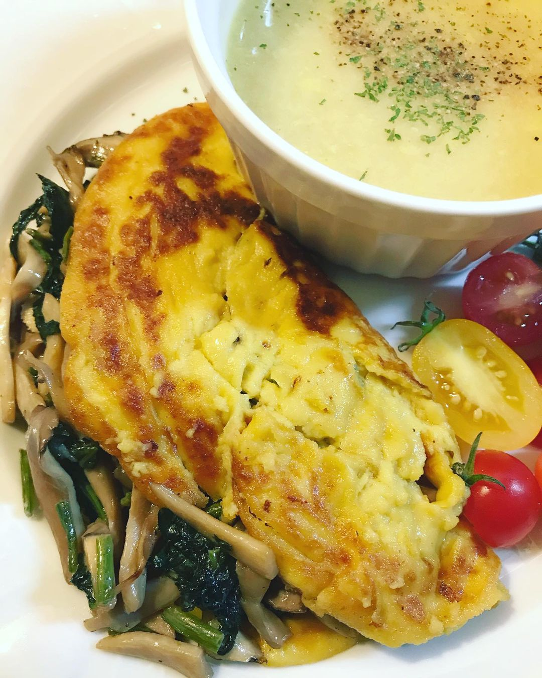 eggless mushroom and spinach omelette display image  cb0cd725