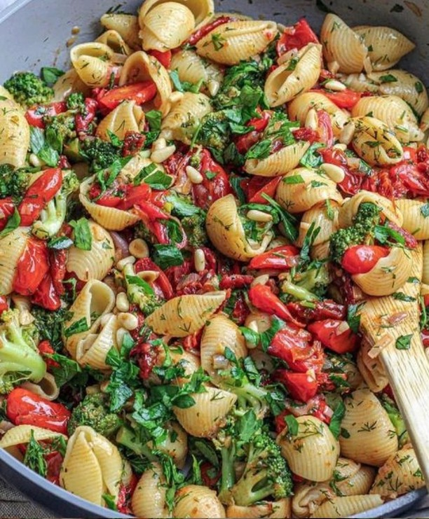 shells with broccoli & roasted tomatoes display image  78964e7a