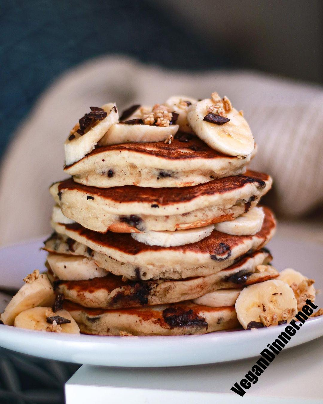 who wants a plate of this fluffy vegan banana chocolate multip img e