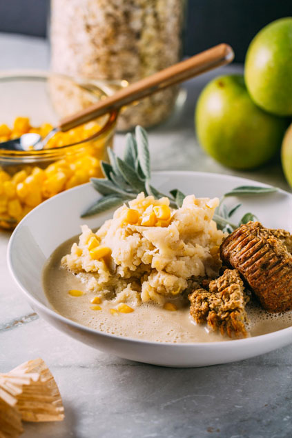 Healthy Mashed Potatoes & Gravy with Cannellini Bean Cream from Veeg