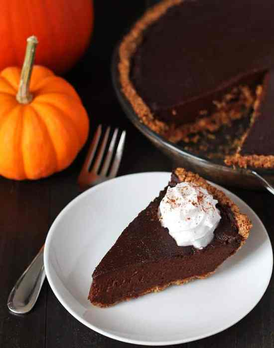 50 best vegan Thanksgiving dishes: Vegan Chocolate Pumpkin Pie Recipe from Delightful Adventures