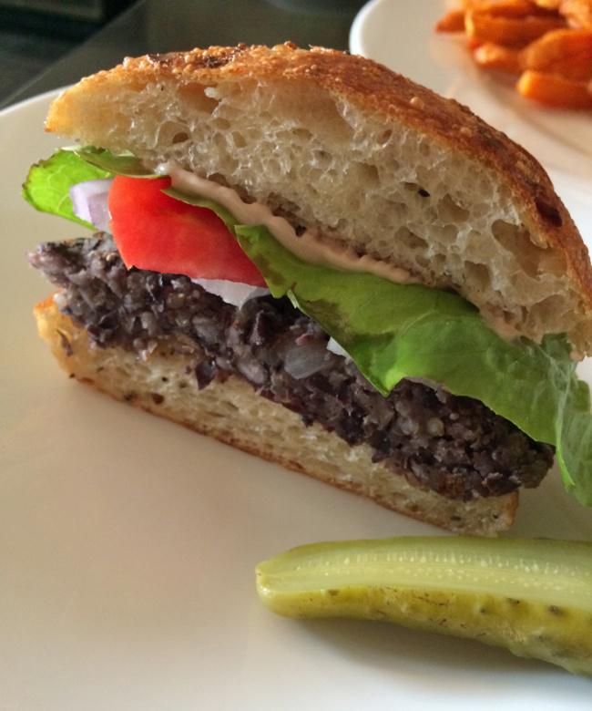 <b>V.V. Burger Showdown:</b> Match 6: The Upper East Side's Battle of 16-14<br>[Candle Cafe vs. V-Note]