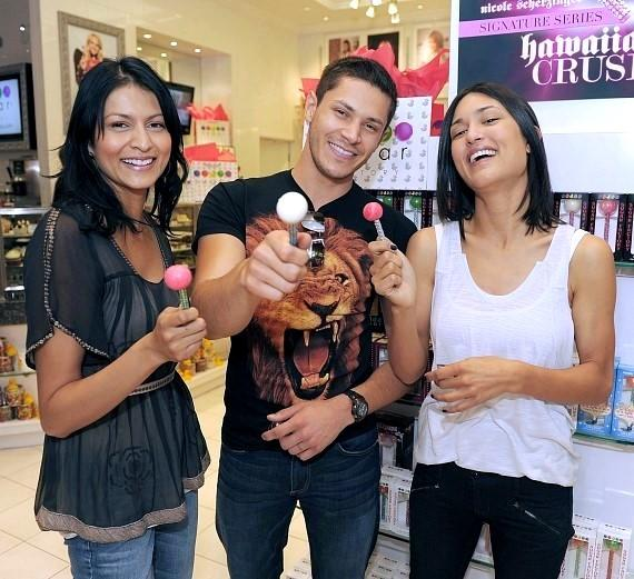 """The """"Twilight"""" wolf pack indulges in Sugar Factory sweets"""