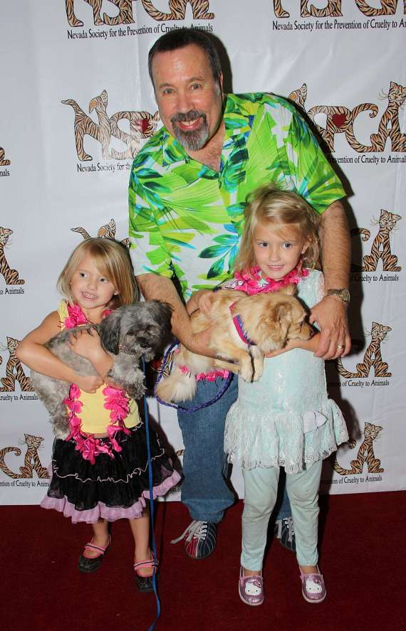 Alan Stock with daughters Calyssa and Kylie