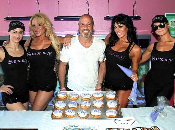 """Jennifer Romas and Cast of """"Sexxy"""" Visit Donut Mania April 8 to Benefit Noah's Animal House"""