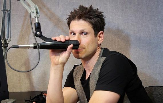 """Comedy Magician Mike Hammer """"behind the mic"""" on Sunny 106.5"""
