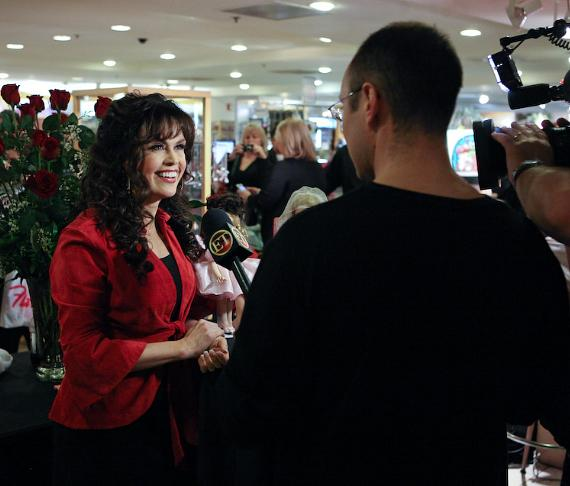 Marie Osmond interviewed by ET at Sweetheart Doll Signing