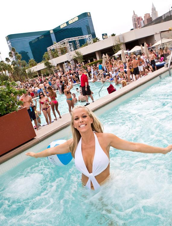 Kendra Wilkinson-Baskett in the pool at WET REPUBLIC