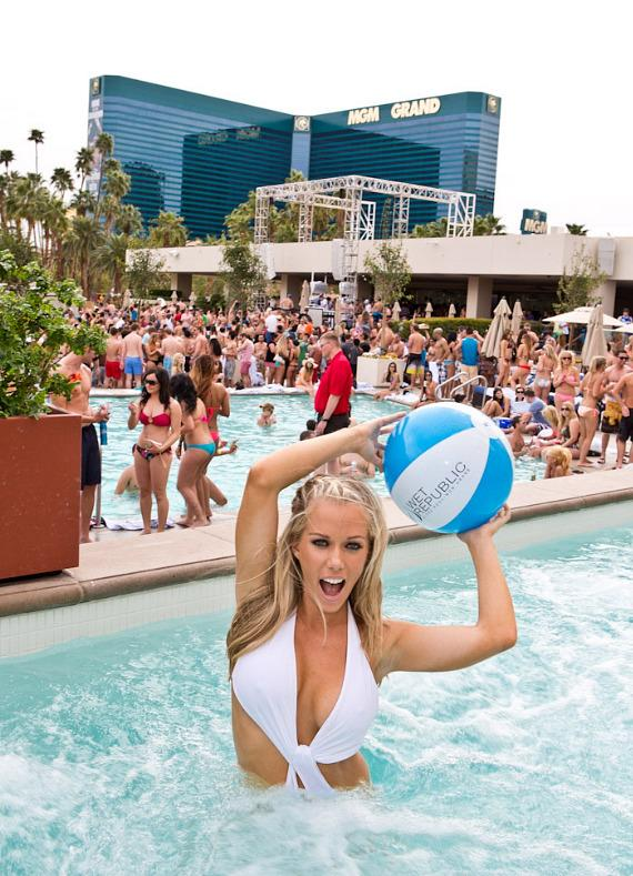 Kendra Wilkinson-Baskett with beach ball at WET REPUBLIC